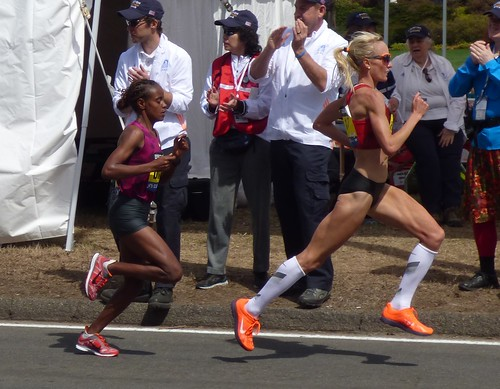 Shalane Flanagan takes an early lead