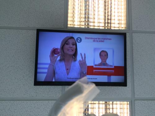 San José: télé au plafond chez le dentiste et comme le patient est roi, c'est lui qui choisit les chaînes