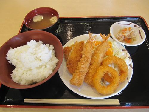 京都競馬場京藤のミックスフライ定食