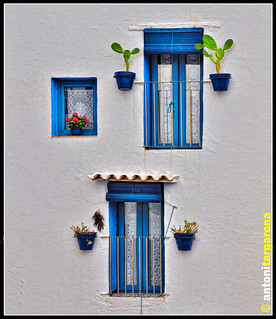 Dos balcons i una finestra / Two balconies and a window