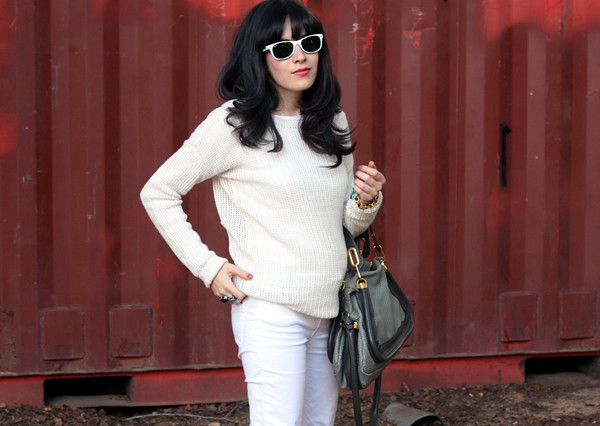 cream_sweater_white_jeans11