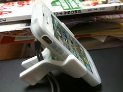 100円ショップの洗濯バサミ型iPhoneスタンド
