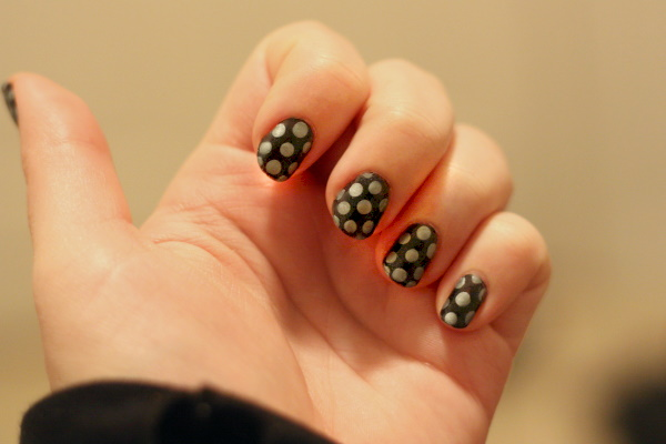 Polka dot nails, 1