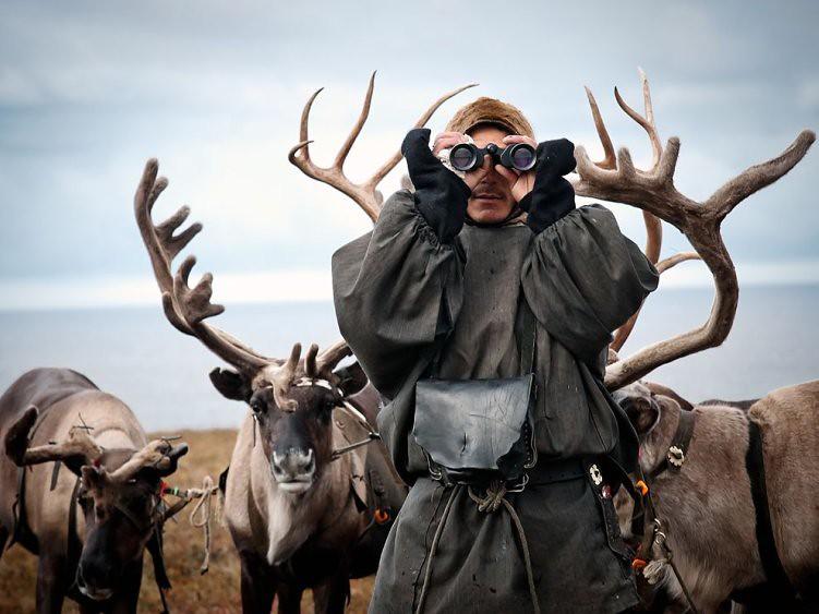 reindeer-herder-siberia_45680_990x742