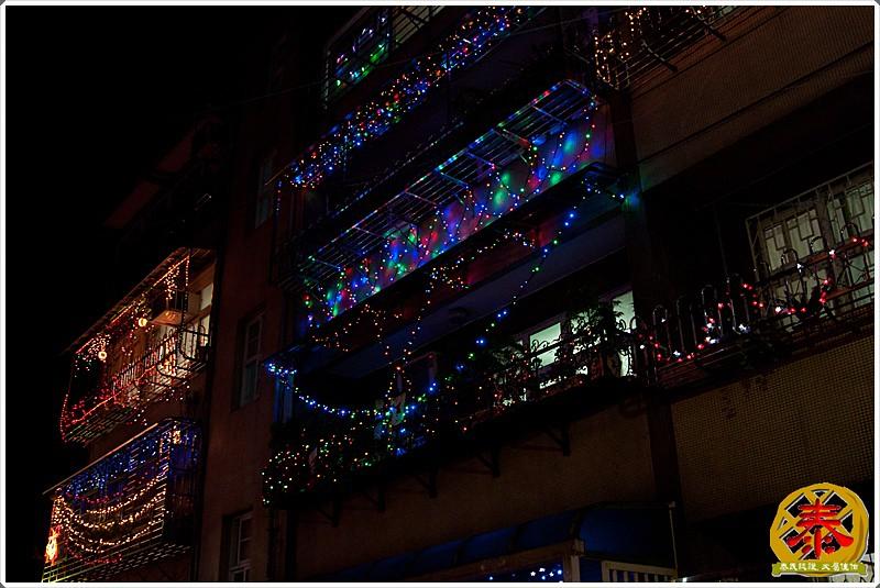 2011-12-24-聖誕巷插旗-14