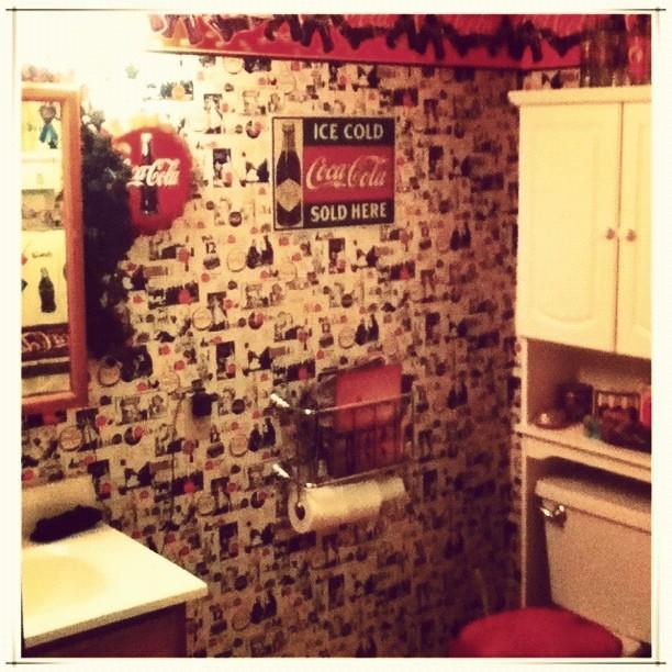 Coca Cola Bathroom Decor: Yes, It's A Coca-Cola-themed Bathroom. ##home #bathroom