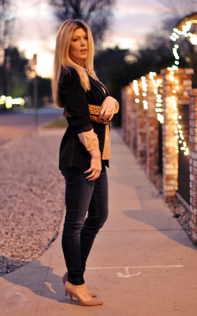 date outfit-jeans and a blazer
