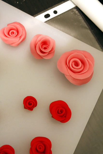 how to make fondant roses for wedding cakes how to make fondant roses for cupcakes amp wedding bridal 15942