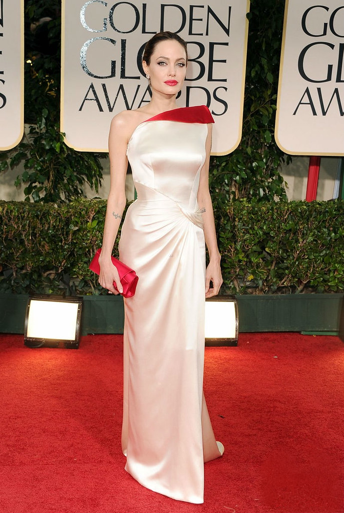 angelina-jolie-golden-globes-2012