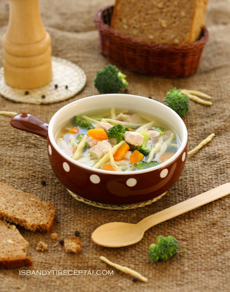 Chicken soup with broccoli