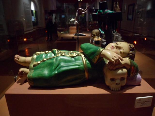 Ni o de la suerte museo de la muerte flickr photo sharing - Velas de la suerte ...