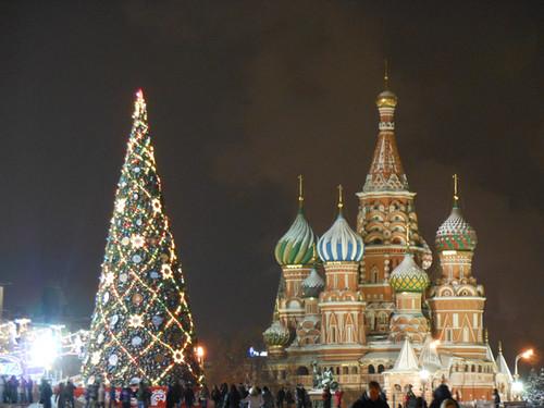 gum-christmas-tree-saint-basil-cathedral