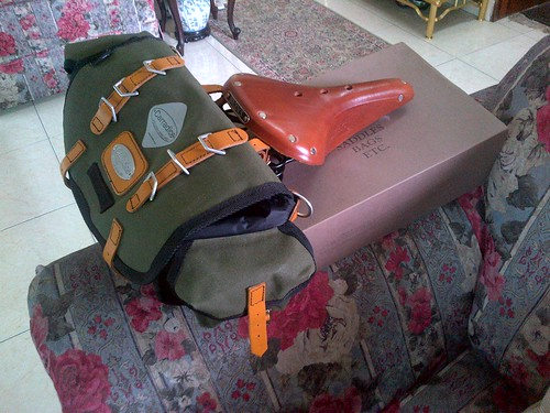 20120120-Carradice bag and Brooks saddle by Adibi