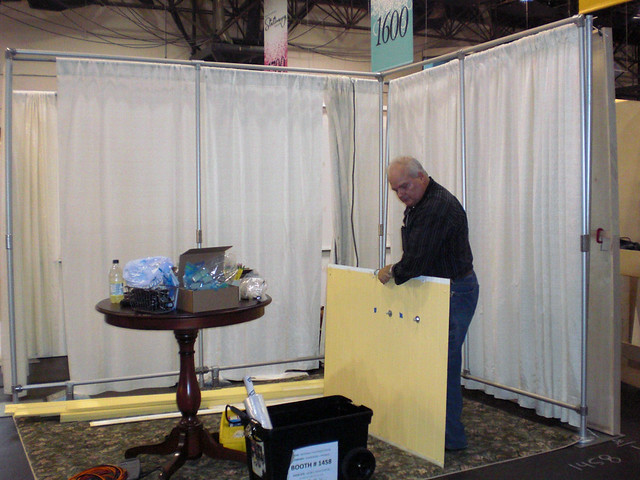 how to build trade show booth walls