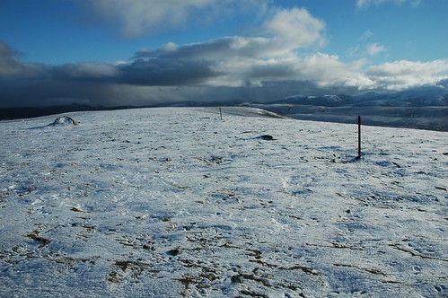 Looking east along Geal Charn's ridge