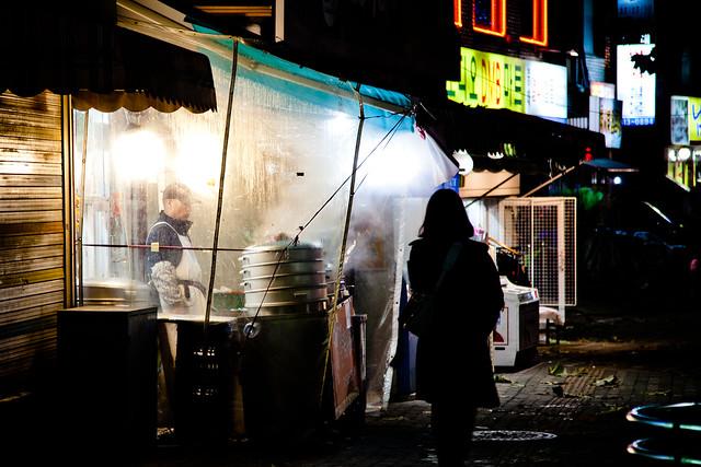 Seoul Street Food [EOS 5DMK2 | EF 24-105L@105mm | 1/15s | f/4.0 |  ISO400]