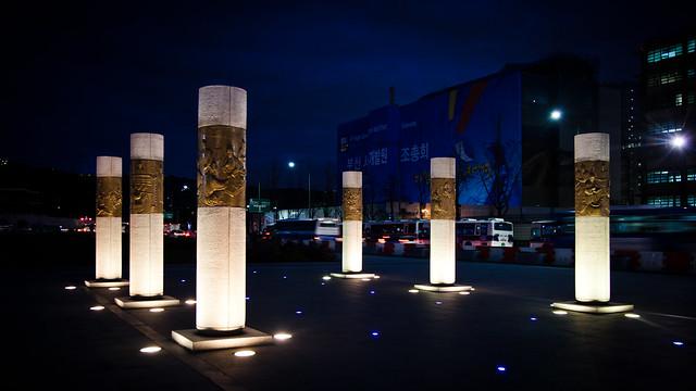 Pillars [EOS 5DMK2 | EF 24-105L@32mm | 1/6s | f/4 |  ISO400]