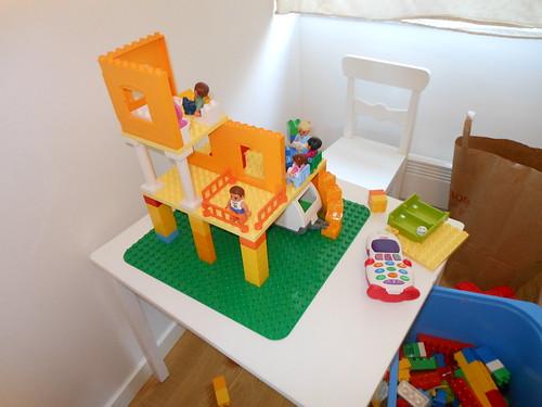 11:56 - Jag och Ava bygger hus medan Jonas lagar lunch