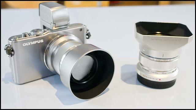 Olympus E-PL3 12mm f/2 45mm f/1.8