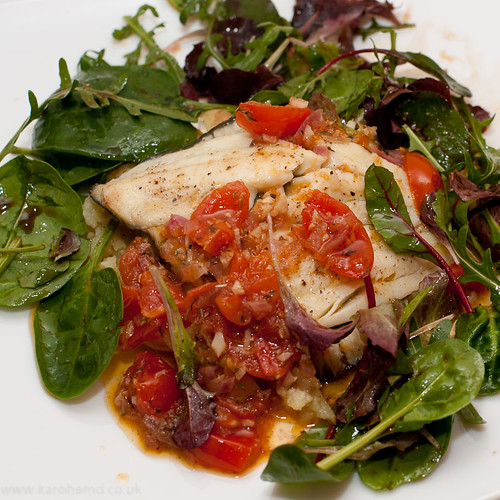 Plaice, tomatoes, crushed potatoes, dressed leaves