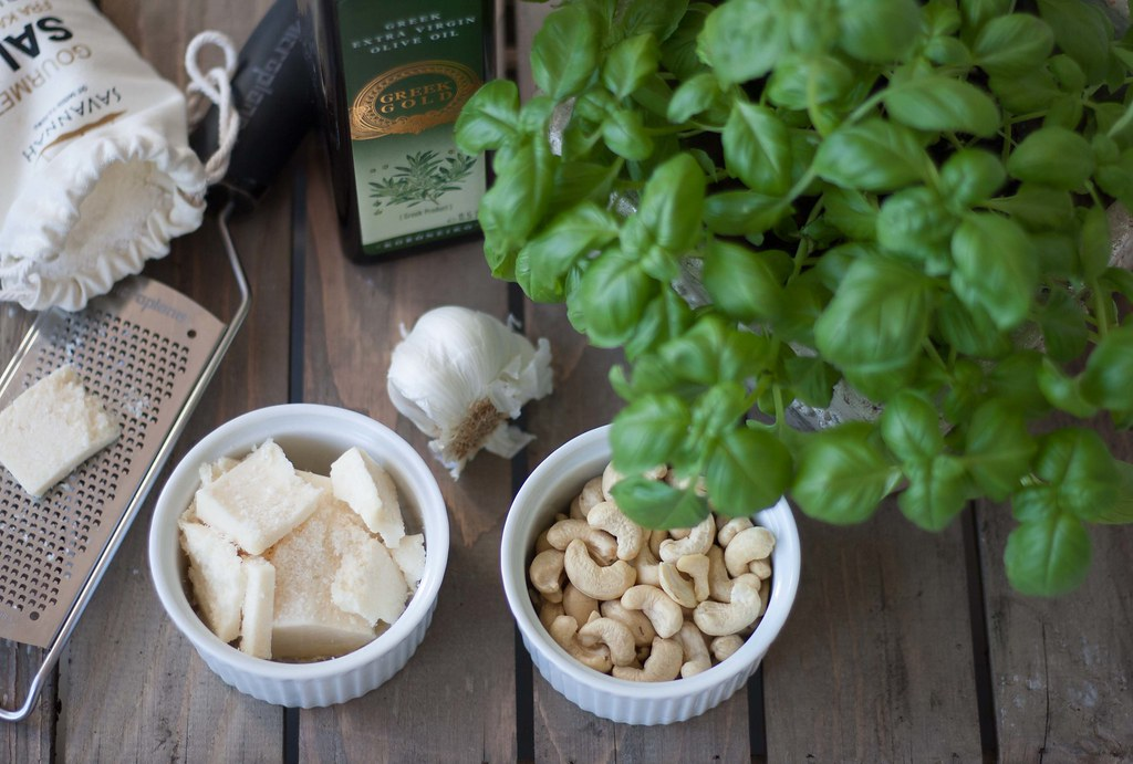 Basil Pesto with Cashew Nuts (1)