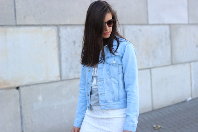 dutch fashion blogger, denim jacket, outfit, adidas grey tanktop