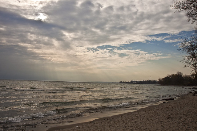 lake Ontario waves and rays