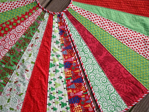 SewCraftyJess: Festive Christmas Tree Skirt & tutorial