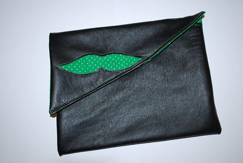 lederen moustache-clutch