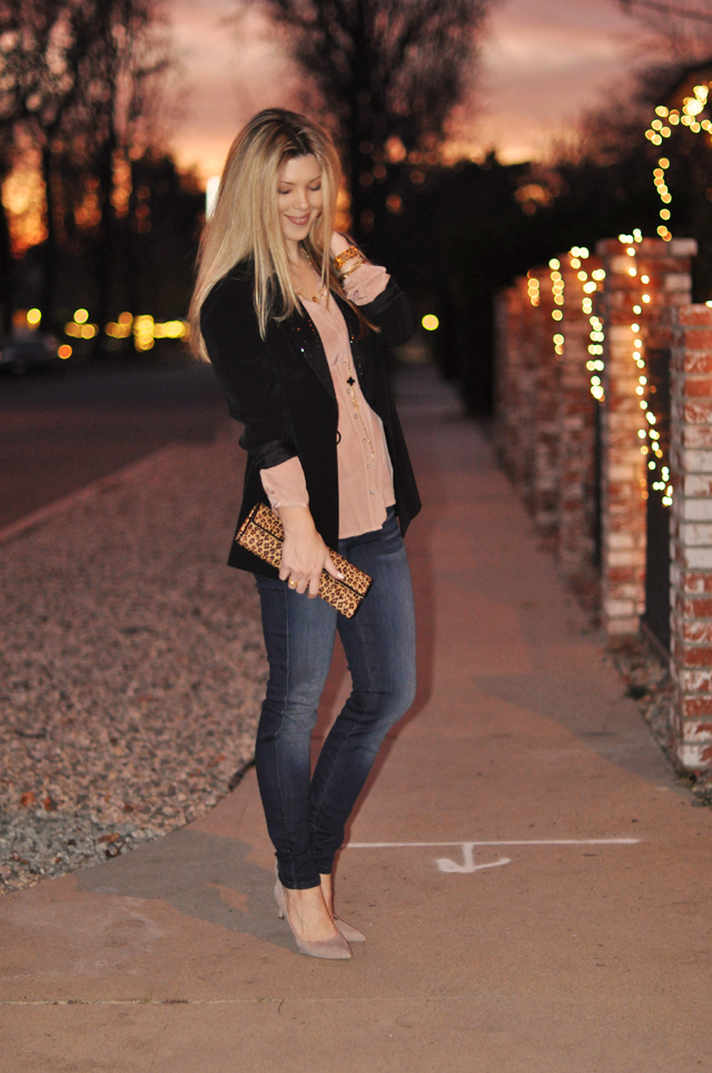 date night outfit-jeans-blouse-black blazer