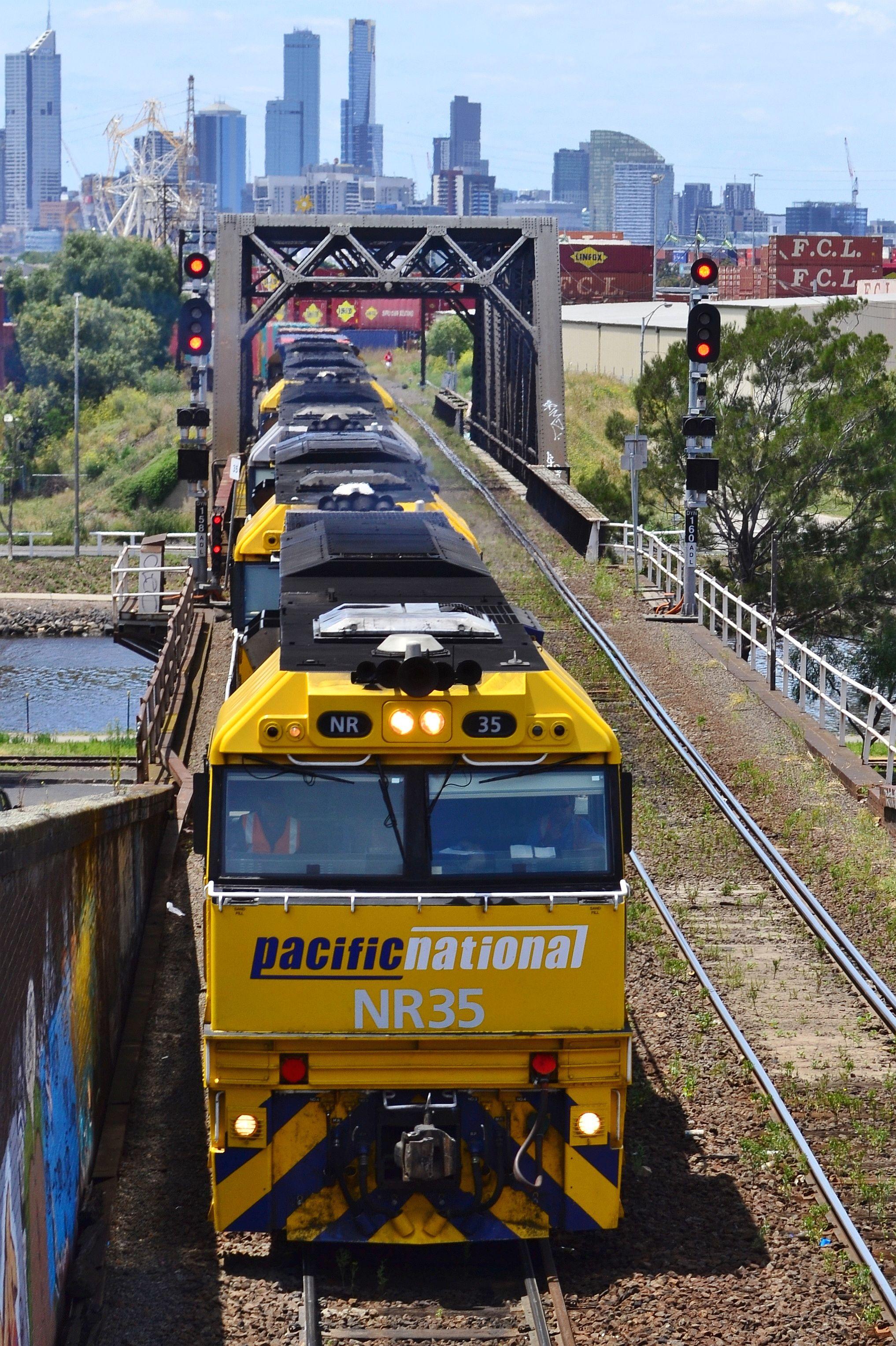 Australian Locomotives - Pacific National - 5MS4 by Shawn Stutsel