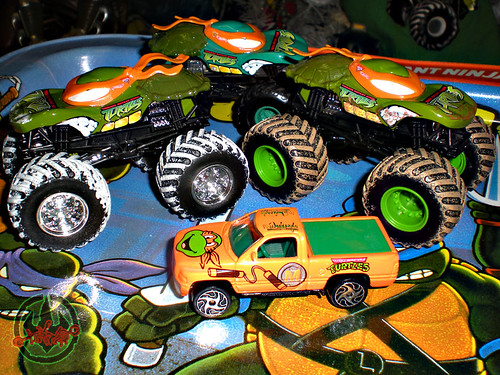 """ Hot Wheels "" Monster Jam ' Teenage Mutant Ninja Turtles ' 1:64 Monster Trucks - Michelangelo {  MUD TRUCKS tire treads & HOLIDAY EDITION } iii / with Racing Champions ""Street Wheels"" diecast 1:64 scale - 'Teenage Mutant Ninja Turtles' 5 pack :: 1996 Dodge"