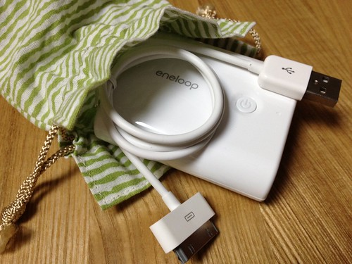 eneloop mobile boosterと100円ショップのiPhone-USB接続ケーブル