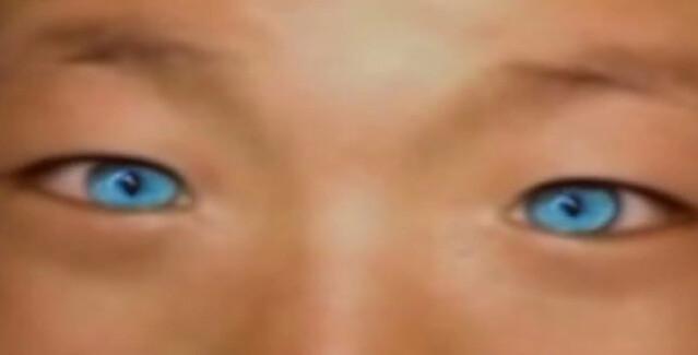 Niño con ojos de gato, puede ver en la oscuridad 6766556445_4a3bbe4b55_z
