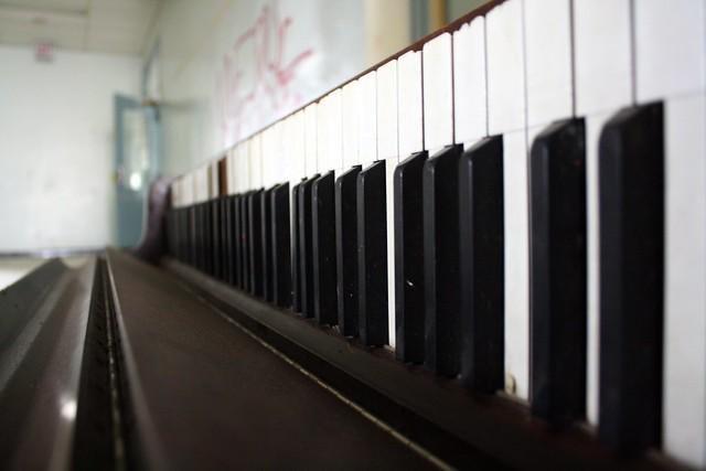 Piano down