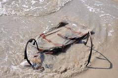 Valise égarée sur la plage de Ti-Mouillage, près de Jacmel