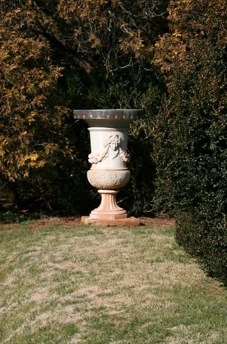 GardenUrnMonpelierJan2012