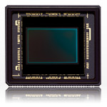 The new CX format 1-inch 10.1 megapixel CMOS sensor is larger than those in compact cameras but smaller than other MIL cameras. It has a crop factor of 2.7 and allows lenses to be compact.