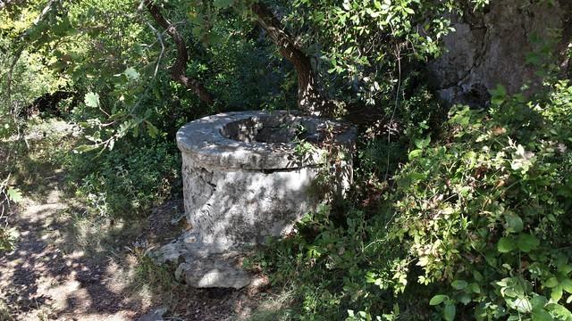 ruiny klasztoru studnia
