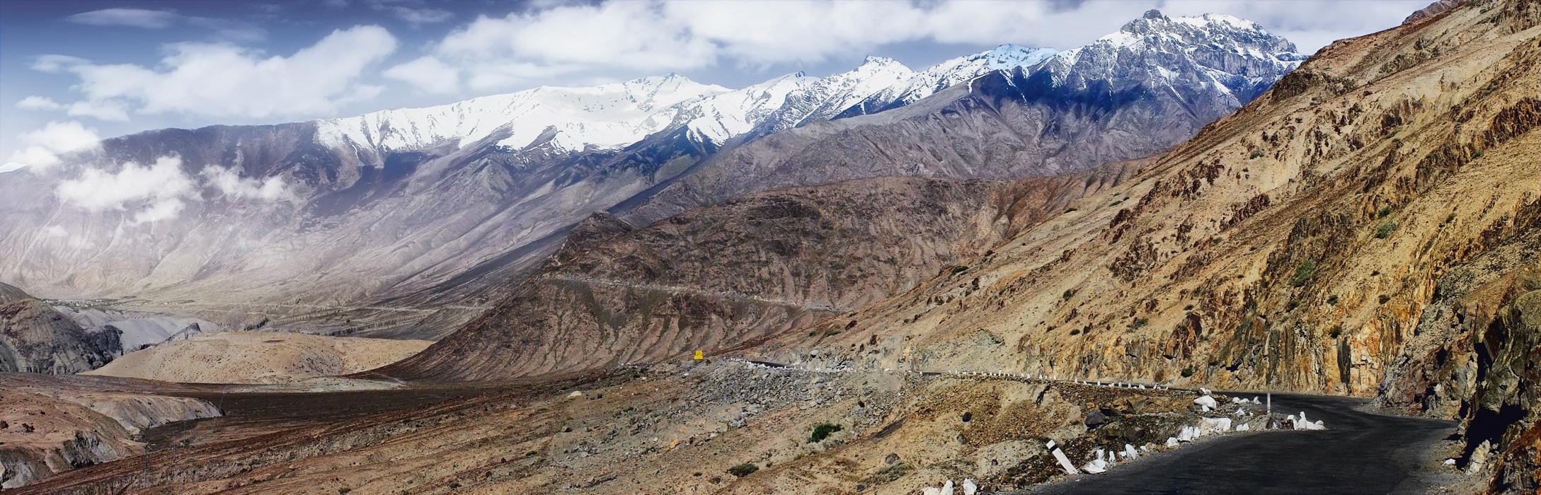 Дорога из долины Нубра. Панорамы Гималаев, Ладакх, Индия