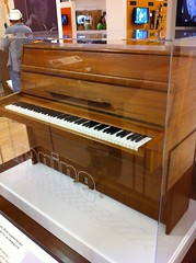 computer component(0.0), electronic device(0.0), electric piano(0.0), organ(0.0), string instrument(0.0), celesta(1.0), piano(1.0), keyboard(1.0), spinet(1.0), digital piano(1.0), player piano(1.0),
