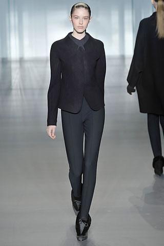 Calvin-Klein-traje-chaqueta-negro