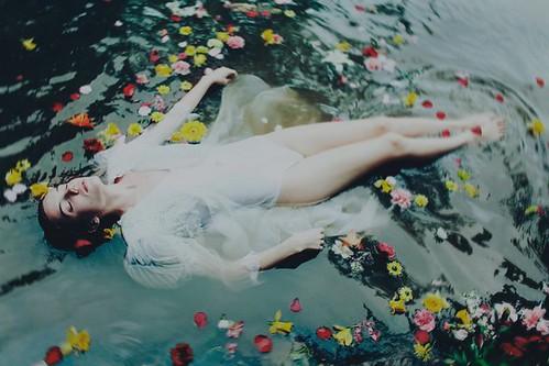 242/365 Yossuana presents: Ann He. La mujer en el agua. by LitoCG2