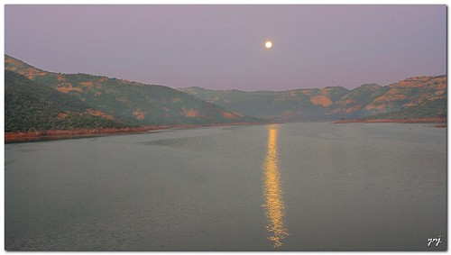 Moon-set by Yogendra174