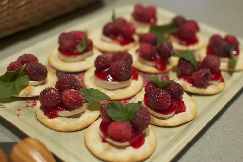 Cranberry and brie bites (pinterest)