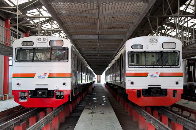 KAI Seri103 JR東日本103系 E21 dan E22 東海色