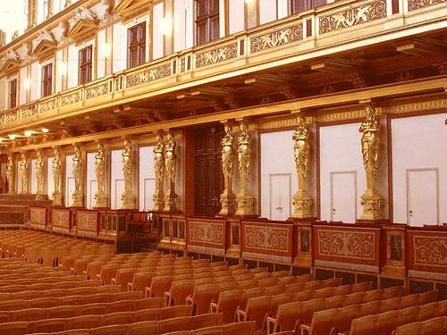 金色大廳側面樑柱