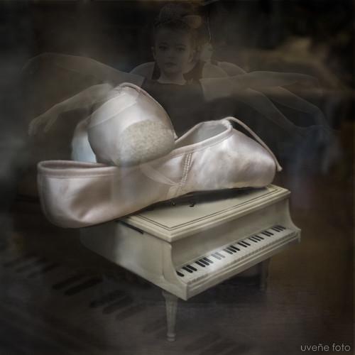 100 Palabras. 4.- Zapatillas (de ballet) by uveñe