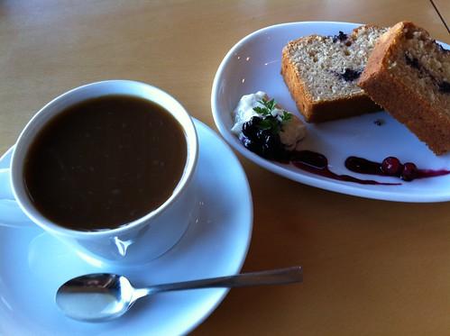なぎさWARMSのコーヒーとケーキ