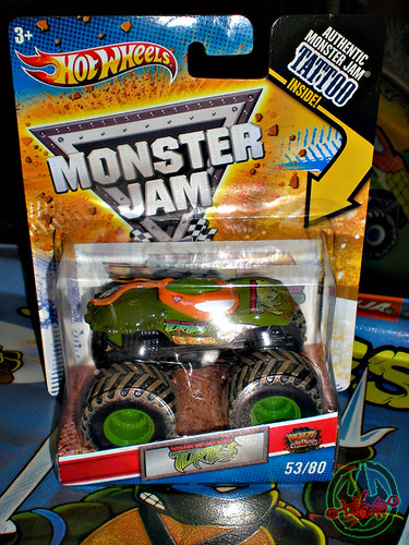 """ Hot Wheels "" Monster Jam ' Teenage Mutant Ninja Turtles ' 1:64 Monster Truck - Michelangelo {  MUD TRUCKS tire treads } 53/80 i  (( 2011 ))"